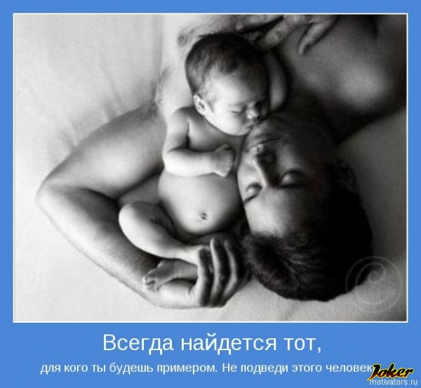 любящая упитанная мама дает сосать свою сисю взрослому худенькому сынишке